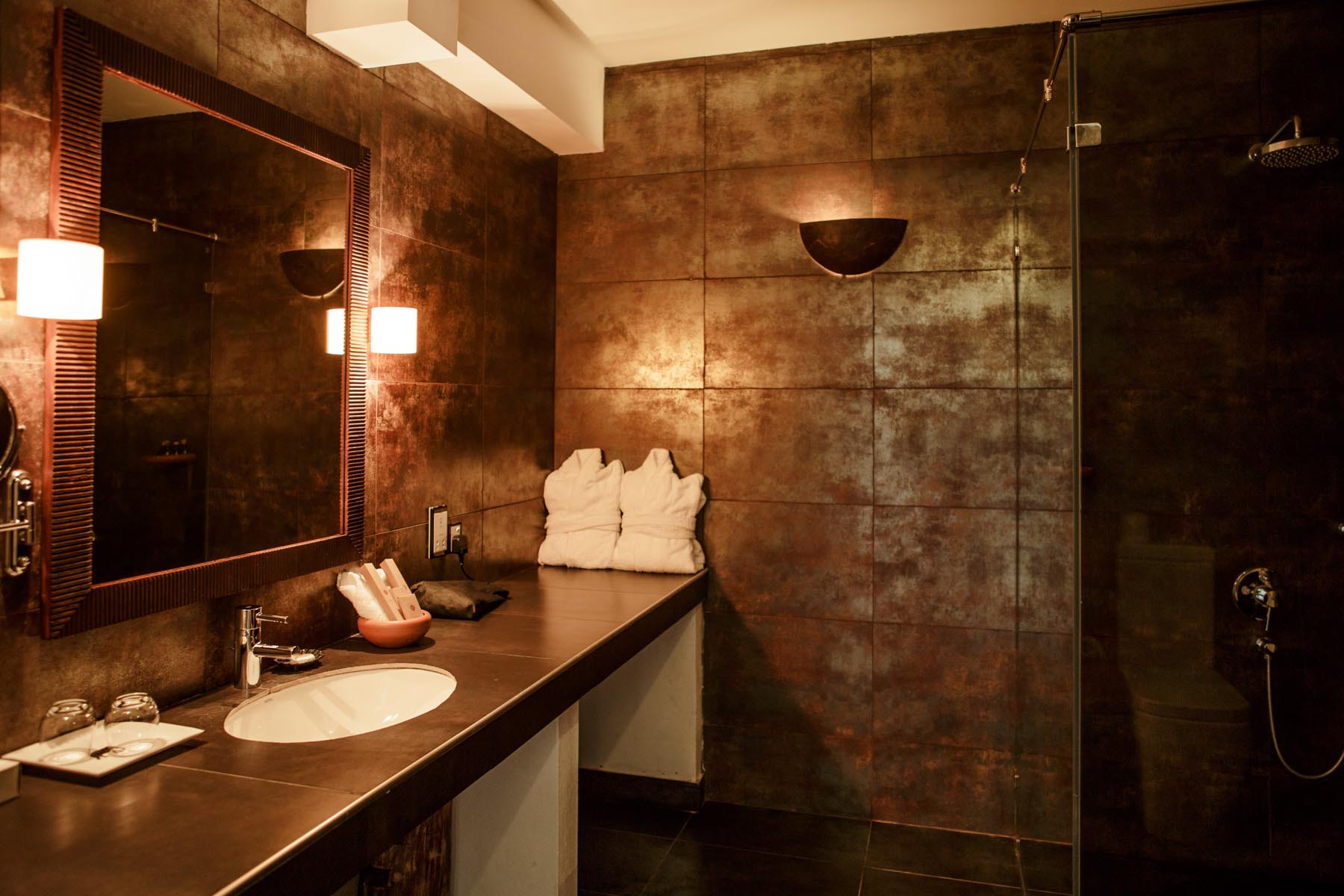 thaulle-resort-sri-lanka-classic-deluxe-bathroom