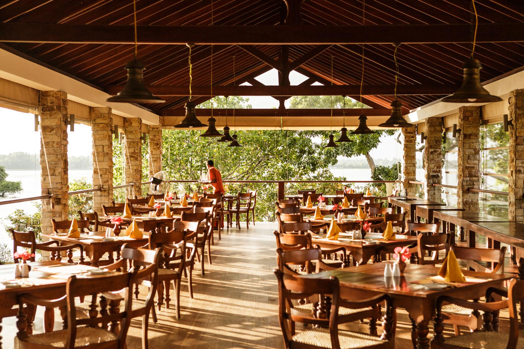 thaulle-resort-sri-lanka-restaurant-space
